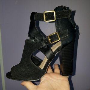 Black cross buckle chunky heel